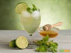 Bevanda alla melissa, un cocktail analcolico per tutti