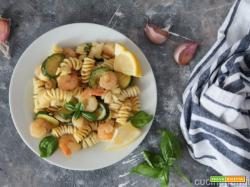 Fusilli con gamberetti e zucchine al curry