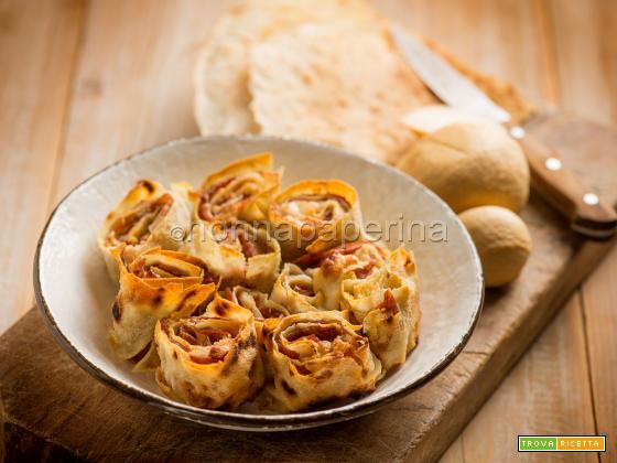 Girelle di pane carasau con prosciutto, antipasto unico