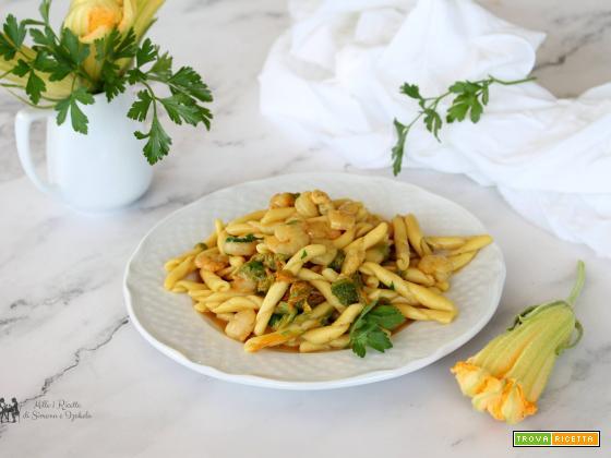 Pasta gamberetti e fiori di zucca