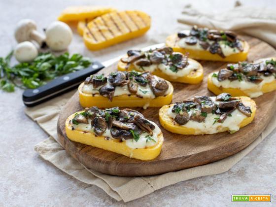 Crostini di polenta con funghi e stracchino
