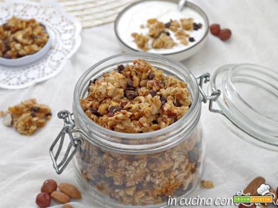 Muesli fatto in casa (granola) al cioccolato