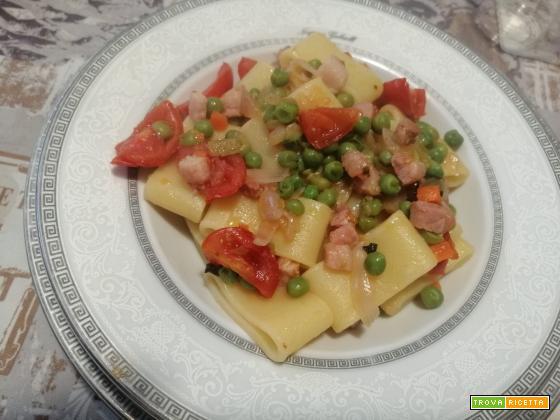 Calamarata con piselli e pancetta