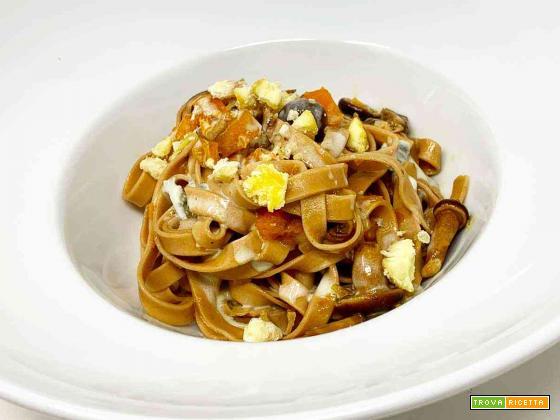 Tagliatelle alle castagne, zucca, funghi e gorgonzola