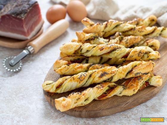 Grissini di sfoglia con zucchine e speck