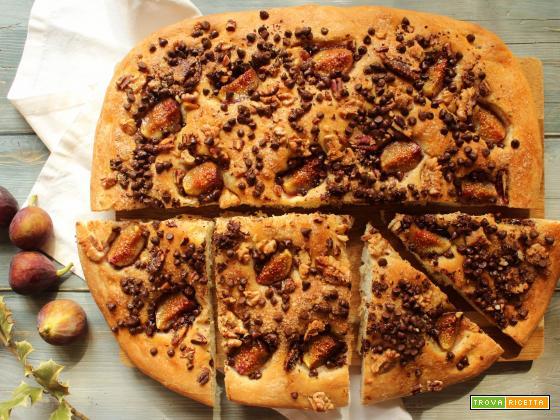 Focaccia dolce con fichi e cioccolato