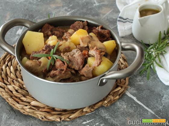 Spezzatino con funghi e patate