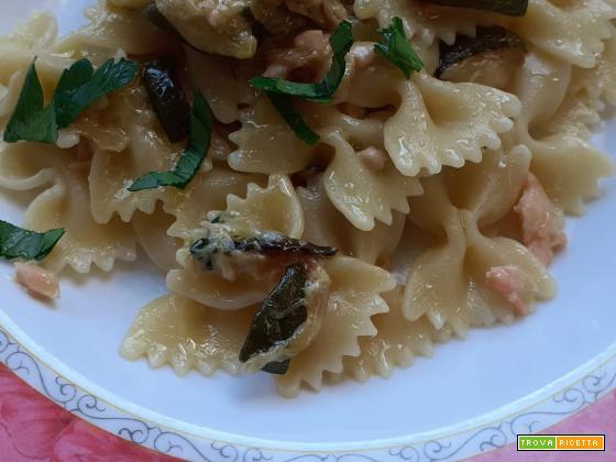 Farfalle salmone e zucchine