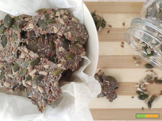 Crackers salati ai semi – solo 2 ingredienti