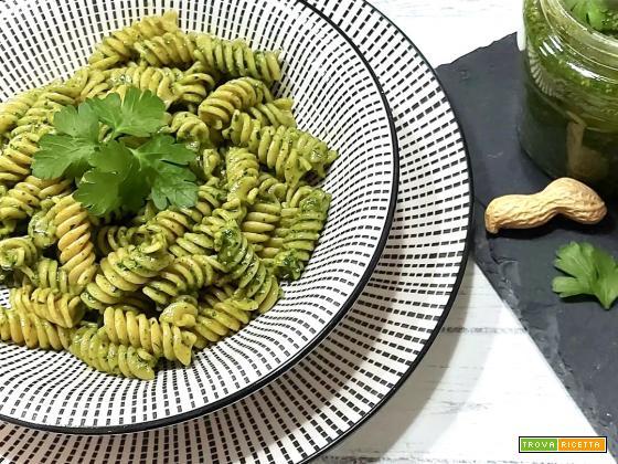 Pesto di prezzemolo con burro di arachidi ( Ricetta Bimby)